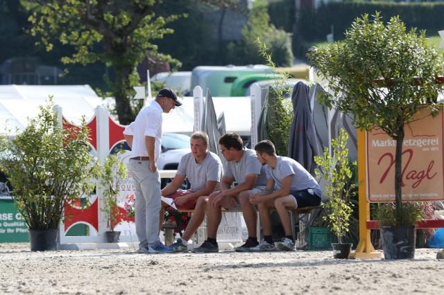 Parcoursbauer Andreas Bamberger mit seinem PAC Team. © Brunnmayr Fotografie