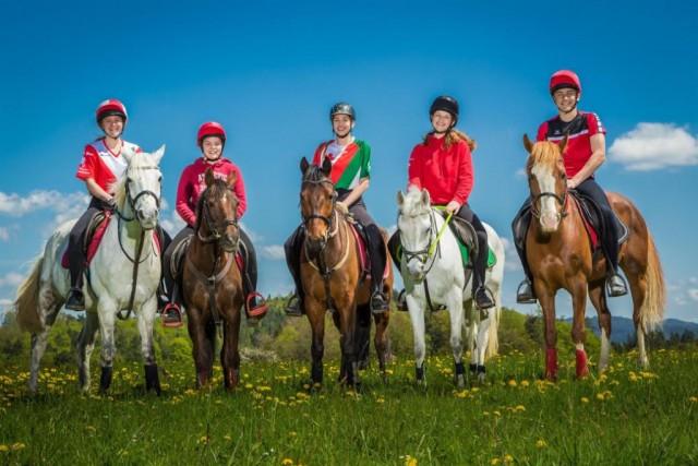 Das Team U17 von links: Sarah/Lulus Ollie (OÖ), Jana/Cindy (OÖ), Nati/Percy (Wien), Sonja/Samira (NÖ), Marvin/Fantaghiro (OÖ). © Ponyhof Daneder