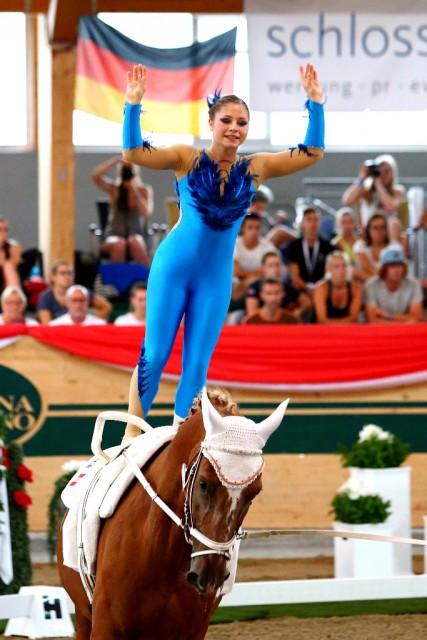 Nicole Brabec von der Voltigiergruppe Club 43 in Donaustadt krönte sich in Ebreichsdorf beim Heim Championat zur Junioren Weltmeisterin und holte zusätzlich Silber mit der Gruppe. © Andrea Fuchshumer