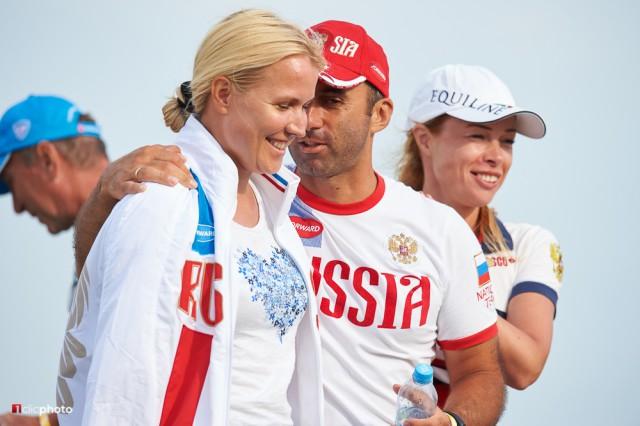 Die weite Anreise hat sich für das Team aus Russland anscheinend gelohnt. Die Freude bei den Beteiligten ist groß. © 1clicphoto - Hervé Bonnaud