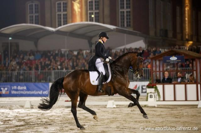 78,275% bedeuteten für Isabell Werth und Anna Beth den Sieg in der Fluchtlicht Kür von Münster. © Stefan Lafrentz