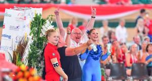 So muß Jubel! Nicole Brabec, Longenführerin Manuela Barosch und Equipechef Manfred Rebel freuen sich über WM Gold bei Heim WM in Ebreichsdorf. © Im|press|ions - Daniel Kaiser