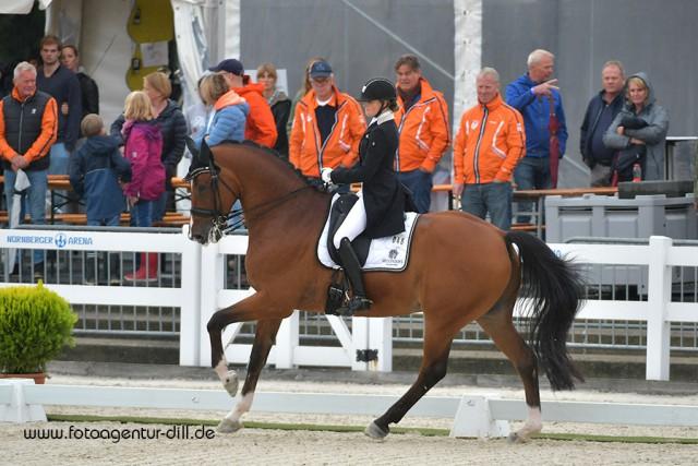 Silber für die Nummer eins der U25 Weltrangliste, Anne Meulendijks (NED) auf MDH Avanti. © Fotoagentur Dill