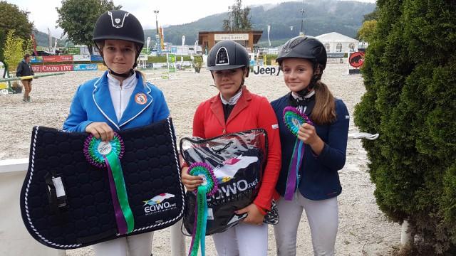 Die Gesamtsiegerinnen im Petit EQWO.net Pony Cup 2017 (von links nach rechts): Lisa-Maria Melzer (Platz 2), Leonie Riedel (Platz 1), Selina Purkarthofer (Platz 3)