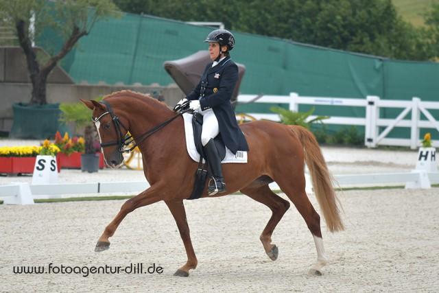 Evelyn Haim-Swarovski (T) ritt mit Delilah Royal auf Platz sieben für Österreich im 3-Sterne Grand Prix von Lamprechtshausen (S). © Fotoagentur Dill