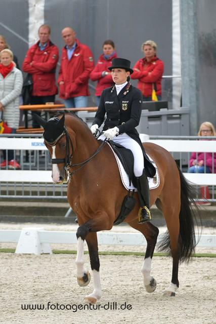 Souverän zum zweiten EM-Gold: Lisa-Maria Klössinger (GER) und FBW Daktari. © Fotoagentur Dill