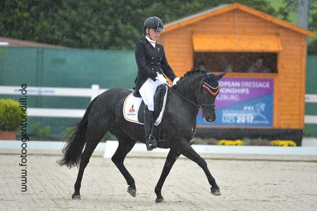 Fleur Prinsen (NED) und Hof Ter Eekter's Jinx siegten in der Internationalen Ponyour mit 70,707%. © Fotoagentur Dill