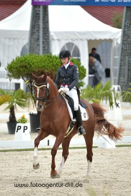 Jessica Schneeberger (GER) und Pandora 183 wurden mit 68,105% Zweite im Preis von PAPPAS. © Fotoagentur Dill