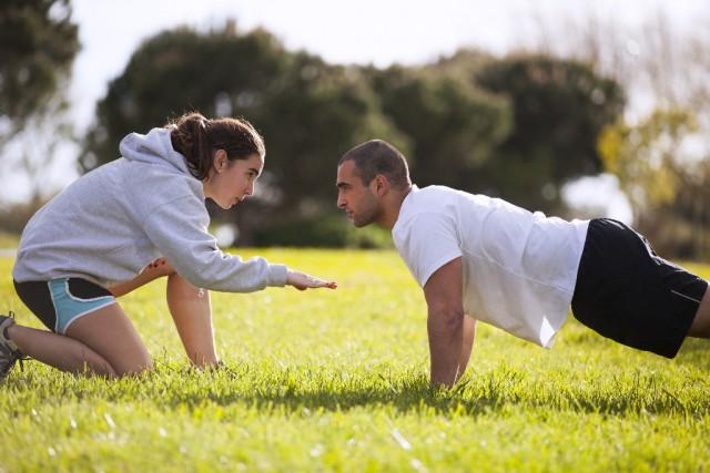 Positive und konkrete Handlungsaufforderungen werden am besten aufgenommen! © Shutterstock | Helder Almeida
