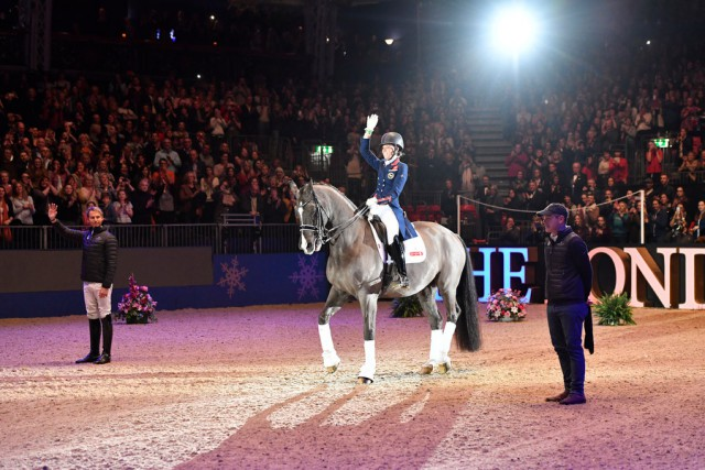 Bei der London Olympic Horseshow gibt Charlotte Dujardin Einblicke in ihre Dressurarbeit. © London Olympia Horseshow