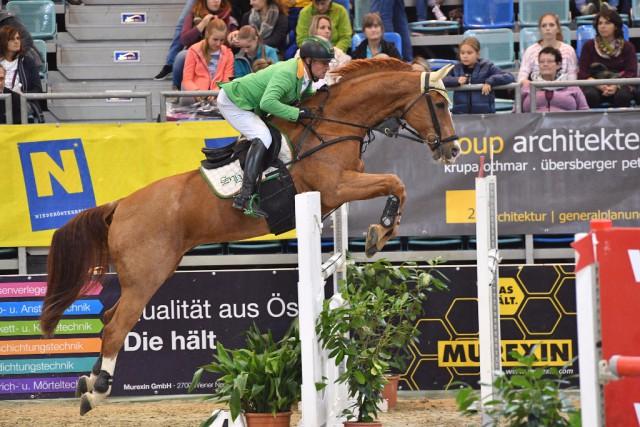 Dieter Köfler sprang mit Golden Gun auf den hervorragenden zweiten Platz in der Kleinen Tour. © Horse Sports Photo