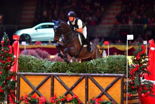 Michael Jung, im Bild in der Hallenvielseitigkeit der Amadeus Horse Indoors 2016, wird beim Nationenpreis des CSI5* in Abu Dhabi im Team der Deutschen starten. © Daniel aiser