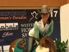 Gabi Wendlinger will einem Kind für ein paar Stunden den Traum vom Pferd erfüllen. Paint Horse Stute Lillifee wartet schon! © Privat