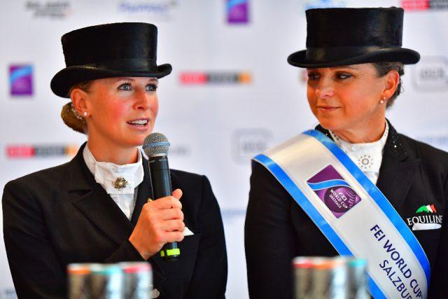 Jessica von Bredow-Werndl (links) und Dorothee Schneider bei der obligatorischen Pressekonferenz nach der Weltcup Musikkür. © im|press|ions - Daniel Kaiser