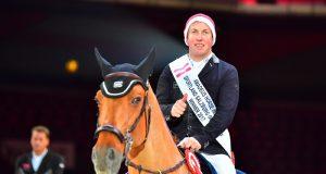 Gerco Schröder, der strahlende Sieger im mit 100.000 Euro dotierten CSI4* Grand Prix. © im|press|ions - Daniel Kaiser