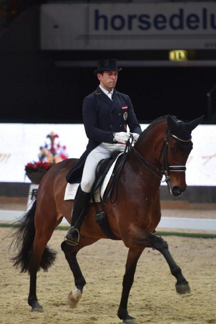 Christian Schumach und die 7-jährige Cara Mia auf dem Weg zum Sieg im Auftakt vom Pferde von Auheim Dressage Cup. © Fotoagentur Dill