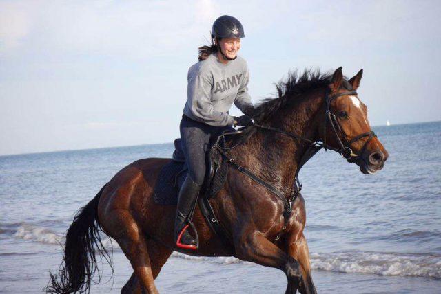 Hannah Traussnigs #Glücksmoment 2017: Der erste Strandritt mit ihrem Pferd. © Hannah Traussnig