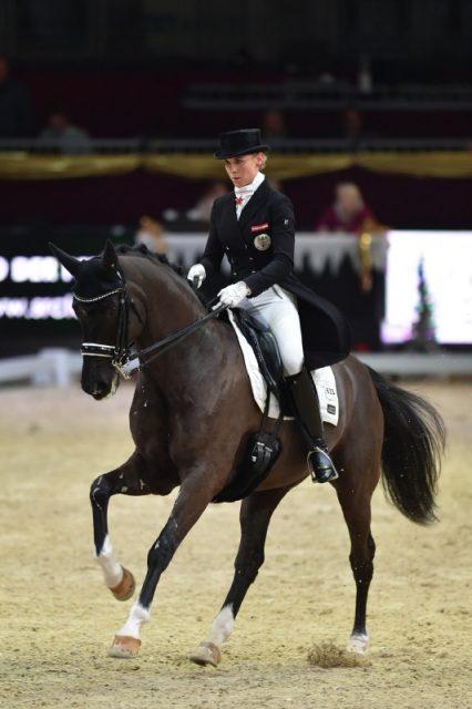 Für Karoline Valenta hat die Amadeus Horse Indoors 2017 mit einem Sieg in der U25 Dressur begonnen. © Fotoagentur Dill