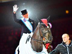 Die strahlende Weltcup-Siegerin der Amadeus Horse Indoors 2017 heißt Dorothee Schneider (GER). © im|press|ions - Daniel Kaiser