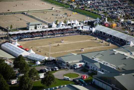Das Magna Racino ist 20 km von Wien entfernt eine der größten Pferdesportanlagen Österreichs ©Jürgen Hackl
