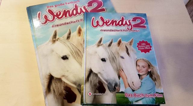 """Zu gewinnen gibt es auch """"Wendy 2 - Freundschaft für immer. Das Buch zum Film"""" und """"Wendy 2 - Freundschaft für immer. Das große Fanbuch"""", die beide im Verlag Egmont Schneiderbuch erschienen sind."""
