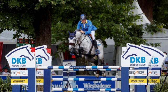 Christian Ahlmann holte sich in Wiesbaden mit dem neun Jahre alten Clintrexo Z die ersten Punkte in der DKB-Riders Tour in Wiesbaden. © Stefan Lafrentz