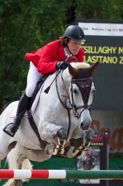 Miklos Tassilo Csillaghy (W) und Clasitano Z eröffneten den Nationenpreis in Linz mit einer souveränen Nullrunde für Österreich. © Team Myrtill/Linzer Pferdefestival
