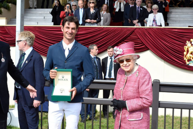 Die Queen höchstpersönlich gratulierte dem Schweizer Steve Guerdat. © Merrick Hayden / Rolex