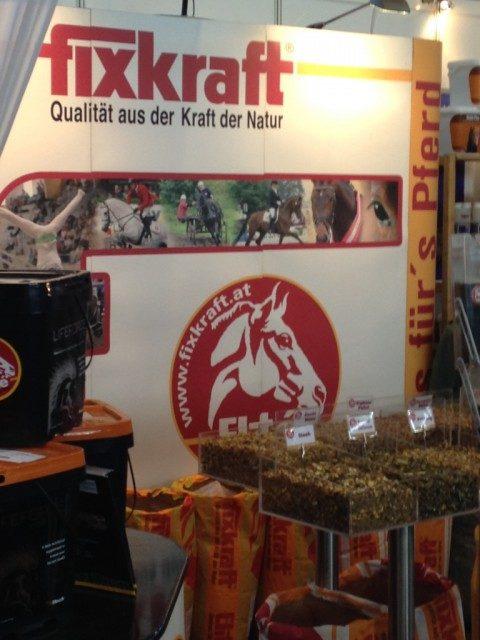 Kompetente, persönliche Beratung und jede Menge Futterproben gibt es am Fixkraft Messestand auf der Pferd Wels und der Pferd International in München. © Fixkraft