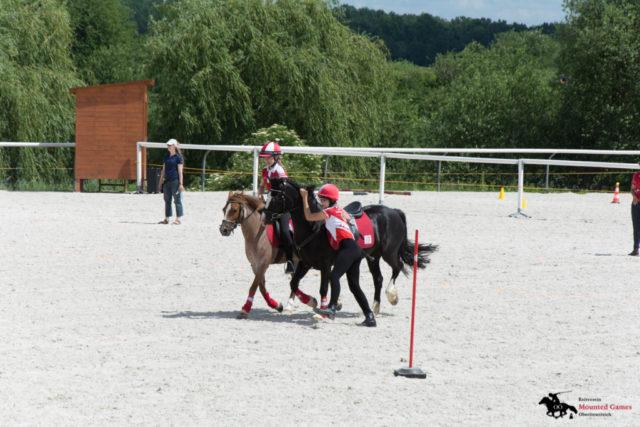 Marie Hofer auf Veliesa führt Rosie Ellen mit Reiterin Marlies Brandner. © Ponyhof Daneder