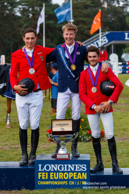 Das Podium der Young Rider EM in Fontainebleau: Harry Charles (GBR), Cedric Wolf (GER) und Felix Koller (AUT/OÖ). © Tomas Holcbecher