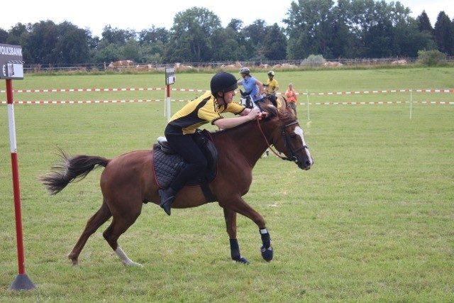 Michael Pernkopf (U17) mit Pinocchio konnte sich beim Bank Race die Führung erkämpfen. © privat