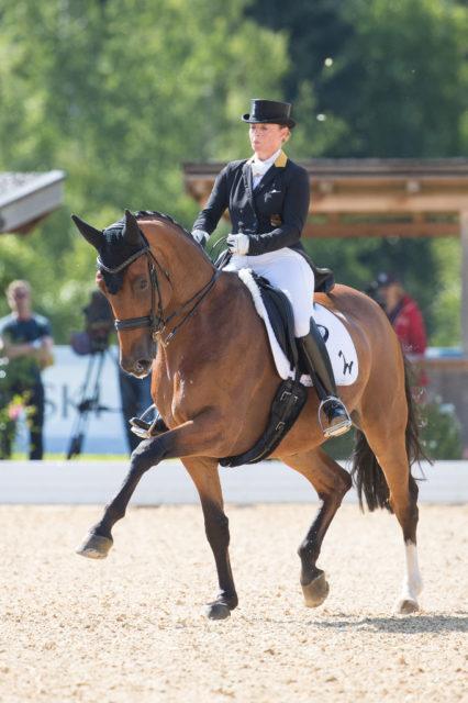 Mit dem dritten Sieg in Folge sichert sich Isabell Werth (GER) den Manfred & Hilde Swarovski Wanderpreis. © Michael Rzepa