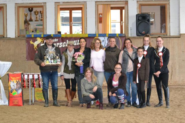 Das Team vom Ponypark Liefering um Veranstalterin Tanja Dobernig (5. v.l.). © Walter Wurdack