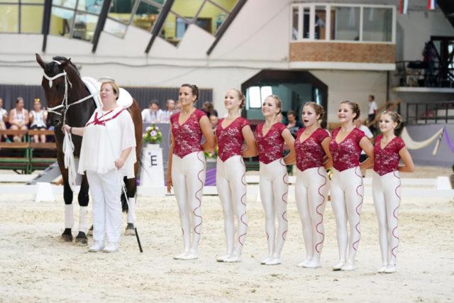 Das rot-weiß-rote Juniorenteam vom Club 43 (NÖ) auf Medaillenkurs nach der Pflicht. © Andrea Fuchshumer