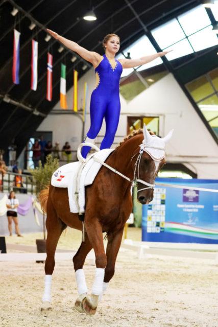 Die amtierende Weltmeisterin der Junioren, Nicole Brabec liegt nach der Pflicht auf Rang vier. © Andrea Fuchshumer