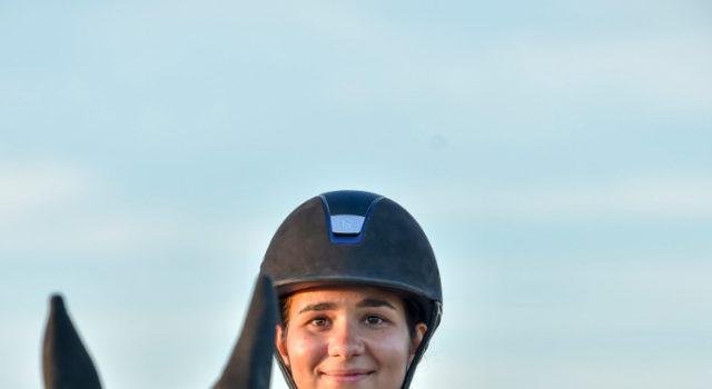 So sehen EY-Cup-Sieger aus: Alessandra Reich bei der Siegerehrung in Kirchstockach am Schweizerhof. © Fotoagentur Dill
