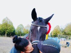 #Simplythebest: Karo Valenta und ihre beste Freundin Timna Zach sind soooo stolz auf Valenta's Diego. © privat