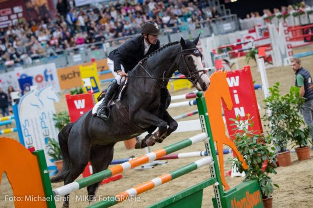 Super! Platz 3 im Lake Arena Grand Prix für Fixkraft-Teamreiter Stefan Eder und Barmenia. Archivbild © Michael Graf