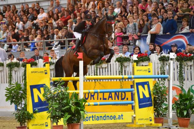Beste Österreicherin im Großen Preis vom Sportland Niederösterreich in der Arena Nova war Romana Hartl aus Oberösterreich. © HORSIC.com