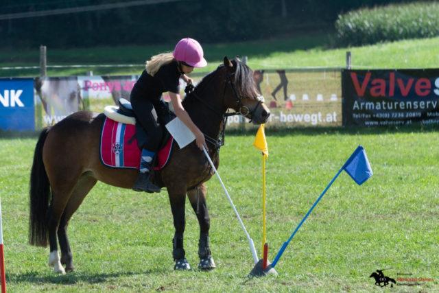 Verena Mascher auf Mississippi - Team Ponyhof Daneder 3 - U14 OÖ Meister und Ö Vizemeister. © mountedgames.at
