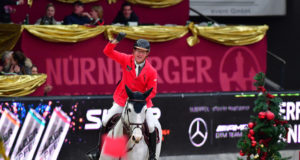 So sehen Sieger aus: Tobias Meyer auf seiner Ehrenrunde. © Daniel Kaiser