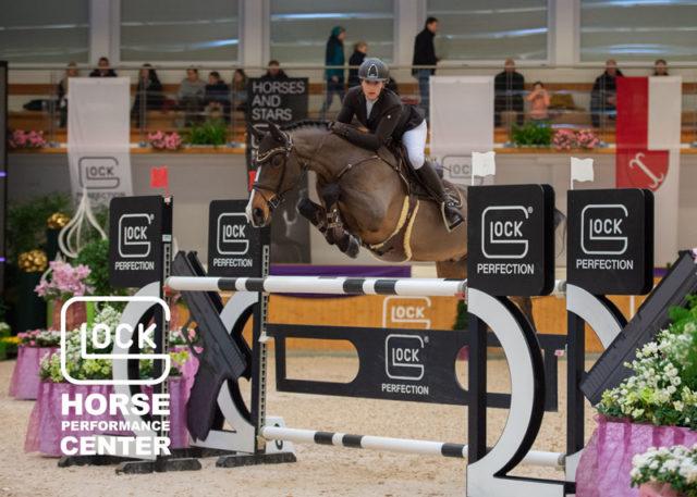 Katharina Schiller sprang auf ihren Pferden Robert Heinrich Kvo und Siobhan Dream of Diamond auf die Plätze sieben und 12 in der GLOCK's 2* Tour. © Nini Schäbel