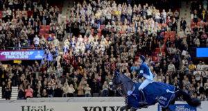 Standing Ovations im Scandinavium Göteborg für den dreifachen Weltcup-Finalsieger Steve Guerdat (SUI) und seinen KWPN Wallach Alamo. © FEI/Liz Gregg