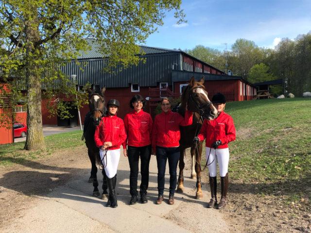 Das erfolgreiche Team aus Österreich (Lambach) bei der EEN students' competition in Strömsholm, Schweden mit den vom OEPS gesponserten Jacken.© abz Lambach