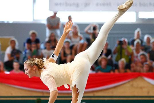 Katharina Luschin (AUT/NÖ) bei der EM in Ermelo: 2 EM-Gold-Medaillien sowie eine EM-Silbermedaille im Voltigieren. © Andrea Fuchshumer