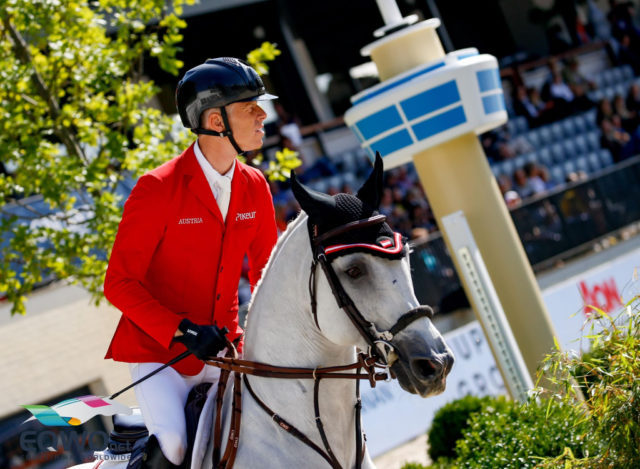 Für Max Kühner und seinen 12-jährigen Hannoveraner Schiimmelhengst Chardonnay (Clarimo x Corrado I) geht es um eine Einzelmedaille und die Einzelqualifikation für die Olympischen Spiele in Tokio 2020. © Petra Kerschbaum
