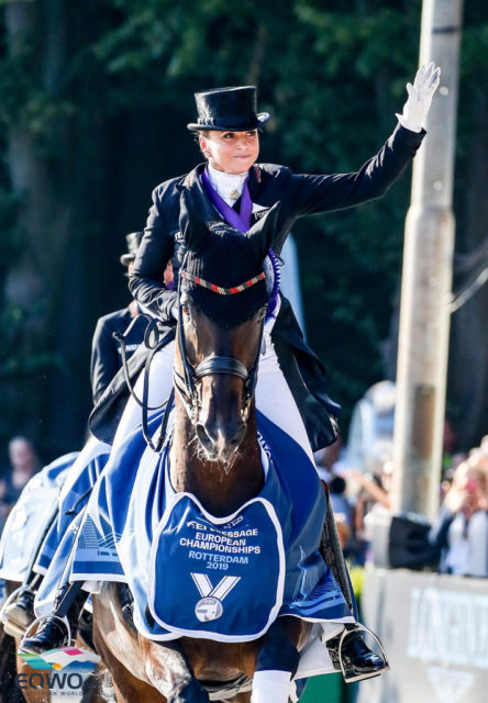 """Dorothee Schneider gewann mit """"Showi"""" und 90,561 % ihre zweite Einzelmedaille bei Europameisterschaften! © Petra Kerschbaum"""