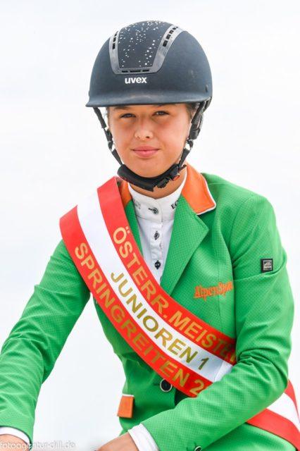 Die Österr. Meisterin Junioren I: Alpenspan-Teamreiterin Lena Binder. © Fotoagentur Dill