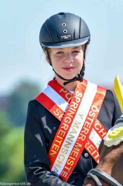 Die Meisterin in der Klasse Nachwuchs Pony: Emilia Ehrenreiter. © Fotoagentur Dill